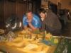 Der Godslayer-Tisch (Bolter Team) wird inspiziert