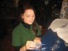Crissis beim Aufbau ihrer Malwerkstatt