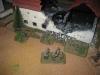 Die Panzergrenadiere rücken gegen das Dorf vor
