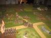 Von der Mündung des Tals dringt nun die Leichte Infanterie gegen das nutzlose Karree vor